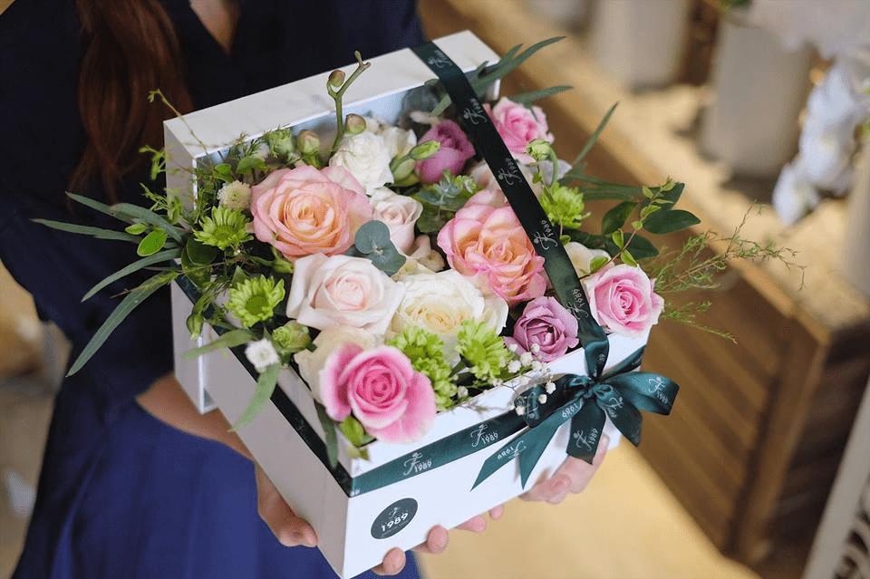Sáng tạo với hộp quà tràn ngập hoa hồng tuyệt đẹp cho người ấy