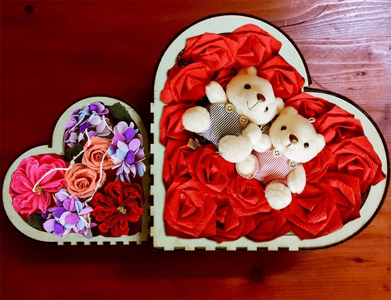 Lãng mạn khi tặng người ấy hộp quà hoa hình trái tim