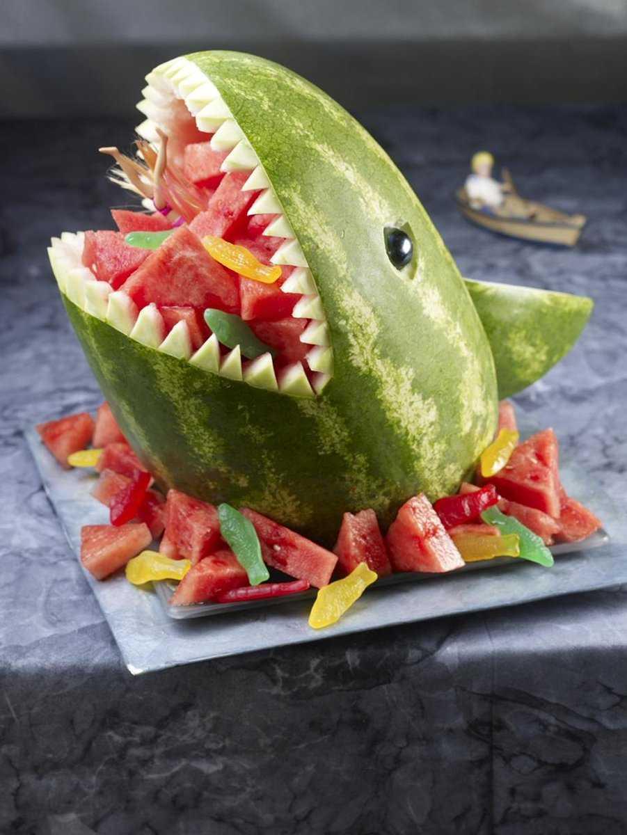 Tham khảo mẫu chú cá chở hoa quả cho mâm cỗ Trung Thu nhà bạn