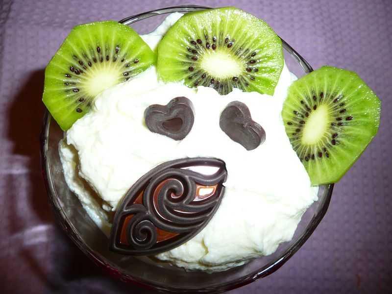 Con thiên nga xinh đẹp từ trái kiwi sẽ khiến mâm cỗ đẹp hơn
