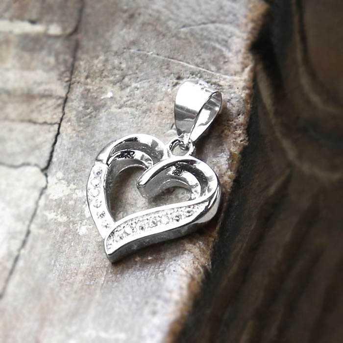 Quà 14/2 cho nam là dây chuyền hình trái tim