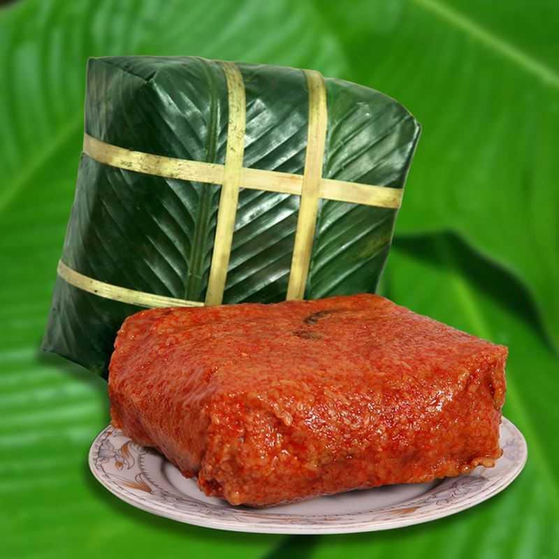 Mâm lễ cúng Giỗ Tổ Hùng Vương của người dân Việt Nam không thể thiếu bánh chưng