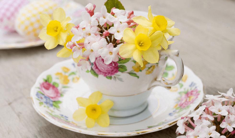 Cắm hoa trong tách trà lạ mắt nhưng vẫn cực đáng yêu