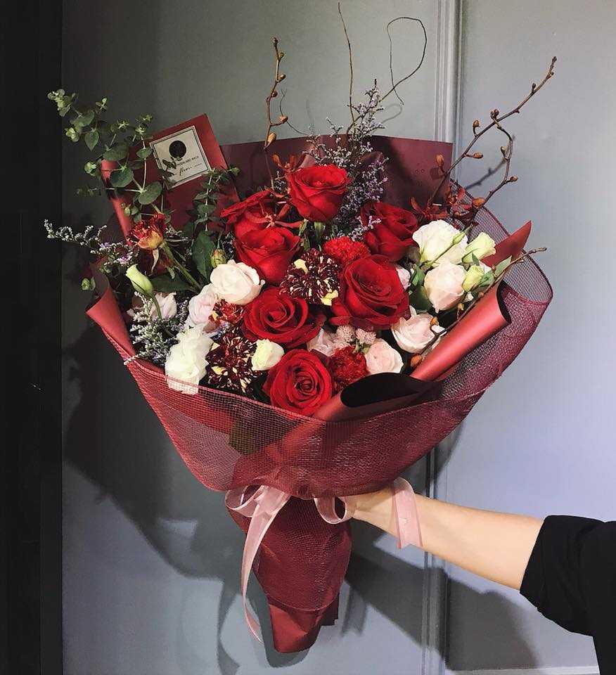 Hoa hồng đỏ loài hoa tượng trưng cho tình yêu nồng nàn