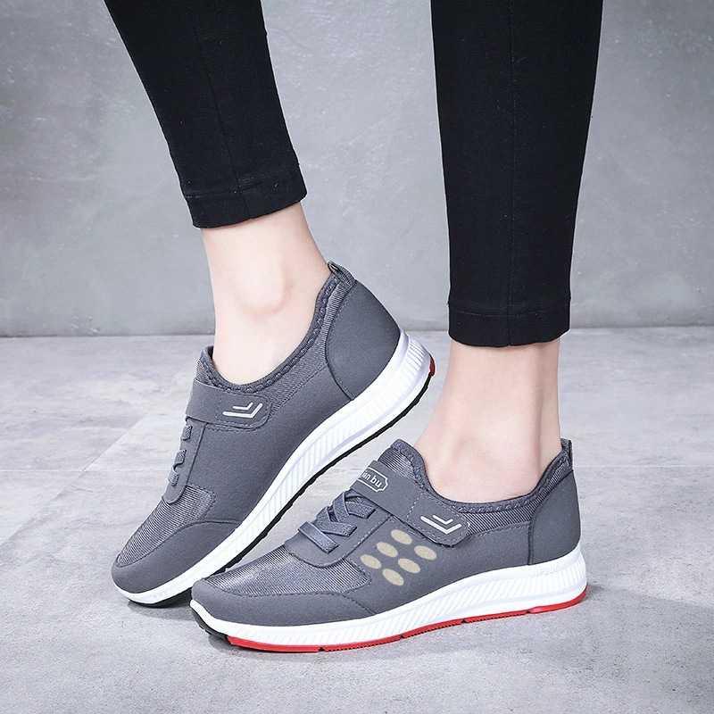 Quà tặng ngày của mẹ là đôi giày hàng hiệu
