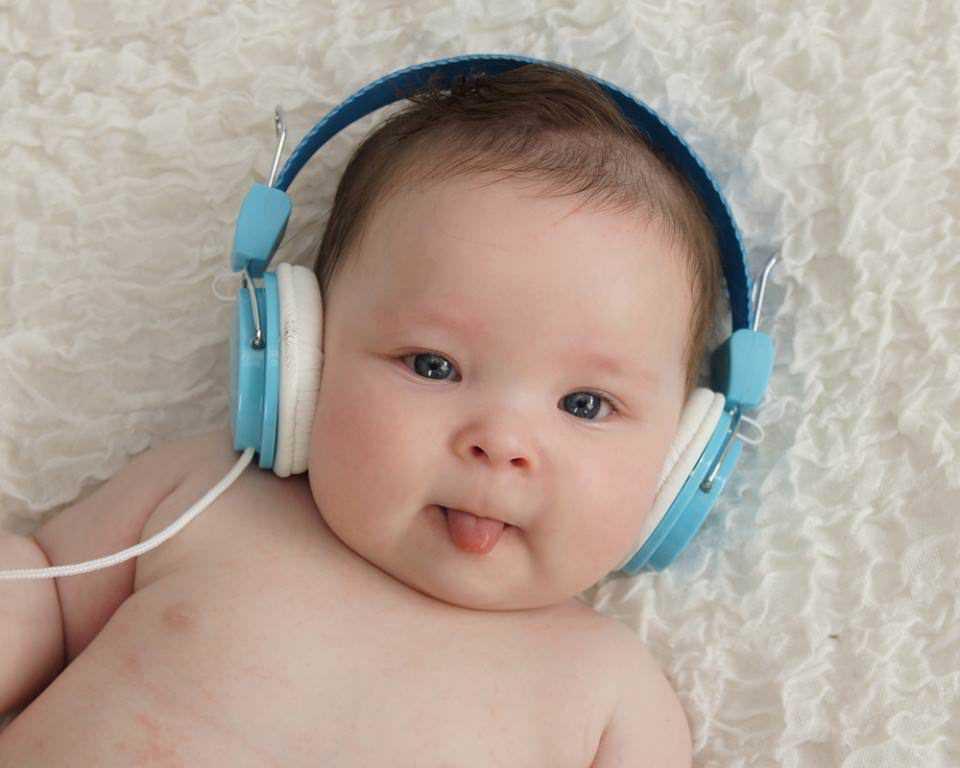 Giai đoạn 0 – 6 tháng tuổi là giai đoạn vàng giúp bé phát triển ngôn ngữ